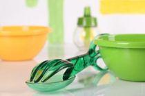 Cómo limpiar los recipientes de plástico manchados