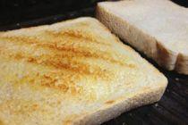 Cómo Tostar el Pan para que no se Quiebre al morderlo