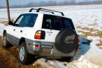 Cómo conducir un coche 4x4 en la nieve o hielo