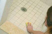 C mo quitar manchas de moho en los azulejos - Como quitar el moho del bano ...