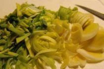 Cómo hacer sopa de papas y puerros en el microondas