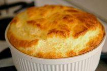 Cómo hacer soufflé de queso y hierbas en el microondas
