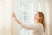 Ideas simples para estirar cortinas que se han encogido. Cómo hacer más largas las cortinas. Tips para simular cortinas más largas