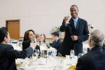 Cómo tener una Buena Conducta en una Mesa Formal