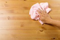 Cómo Limpiar la Madera y Quitar Manchas Difíciles