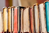 Cómo hacer una biblioteca con libros en desuso