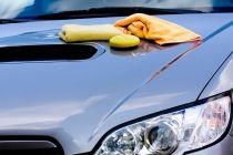 Tips para darle brillo a tu coche. Procedimiento apra encerar el auto y darle más brillo. Como darle más brillo al coche.