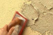 Cómo reparar pequeños golpes en las paredes