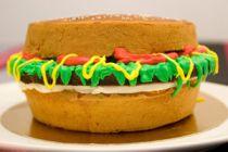 Magdalenas con forma de hamburguesa