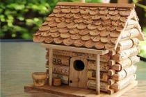 Cómo hacer una casita para aves con corchos
