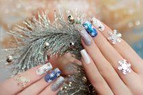 Decoración festiva para tus uñas