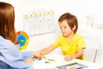 Cómo ayudar a un niño autista