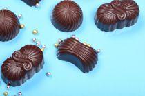 Receta y procedimiento para hacer bombones de licor. Guía para hacer bombones de chocolate rellenos con licor.