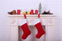 La tradición de colgar calcetines rojos en Navidad. Por qué se dejan calcetines en la chimenea en Navidad. Qué significa colgar calcetines en navidad