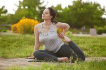 Posturas de yoga para  mujeres gorditas. Cómo practicar yoga si tienes sobrepeso. Asanas de yoga para mujeres con sobrepeso