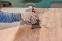 Cómo preparar tintes para madera con té. Método para teñir madera con té. Cómo teñir maderas con tintes naturales. Teñir muebles de madera con té